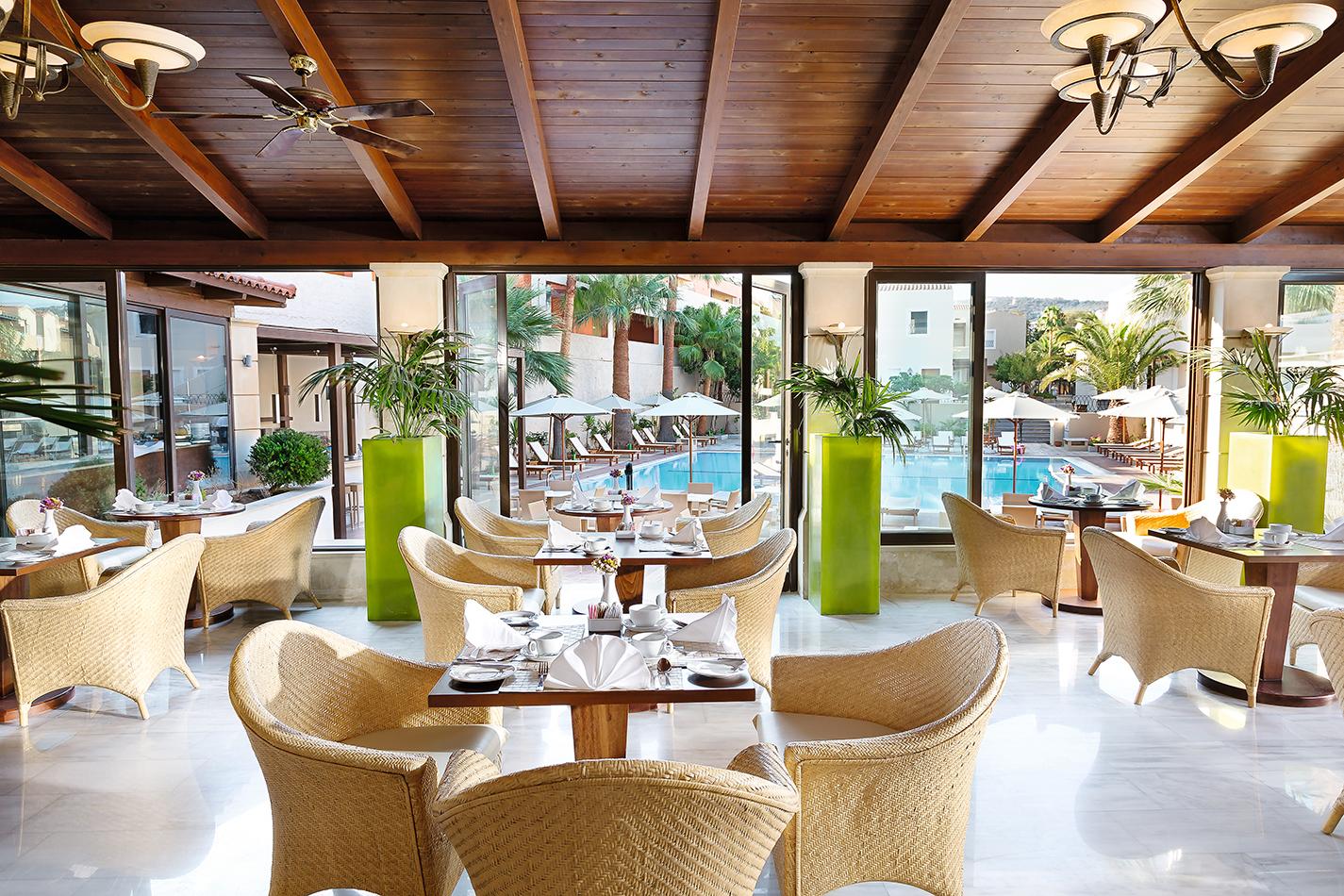 GrandLeoniki_09_Restaurant-Overlooking-hotels-Pool