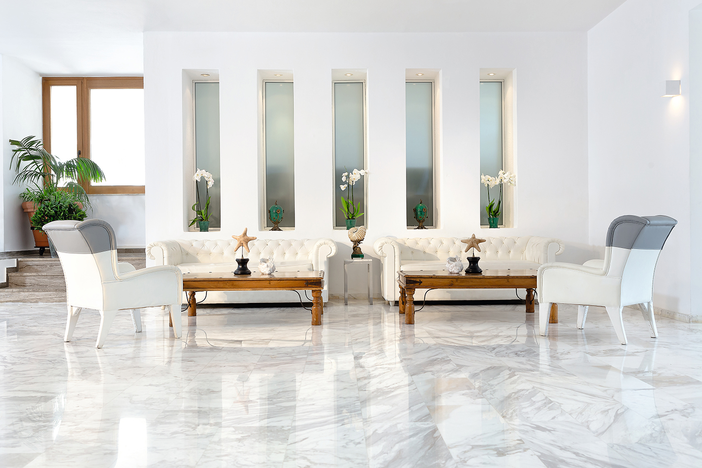 GrandLeoniki_12_Lobby-Lounges